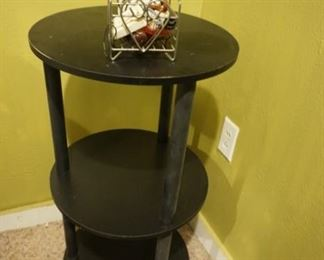 round tiered table