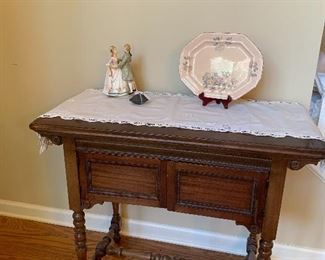 Vintage sewing table (machine not included)