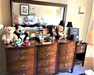 Dresser With Mirrow