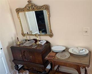 Mirror / Mahogany Server ( Matches Diningroom and China cabinet ) Oak Table
