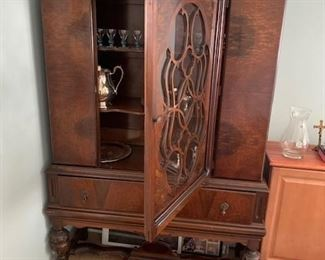 Mahogany China Cabinet - Matches Dining Table / the rug  oriental /  french