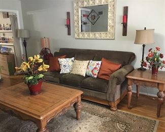 Sofa, end table, coffee table, mirror & accessories/decor
