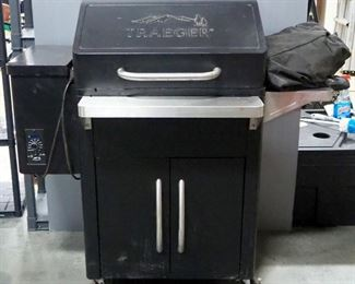 Traeger Smoker Pellet Grill, Powers On, With Cover