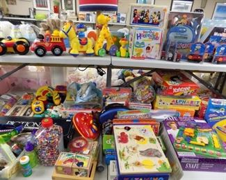 THOMAS THE TRAIN TOYS    LOTS OF TOYS