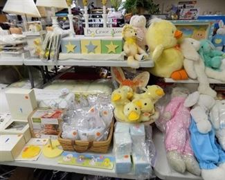 NEW MUSICAL BABY PILLOWS. NEW BOOTIES, FRAMES, PACIFIER CLIPS, BLANKETS, BEDDING AND PLUSH ANIMALS