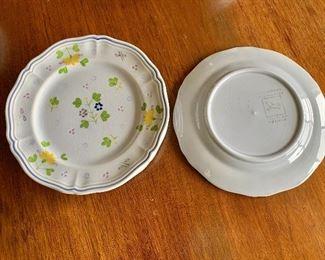 "$40 - 4 Longchamp yellow flower pattern dessert plates; 7.5"""