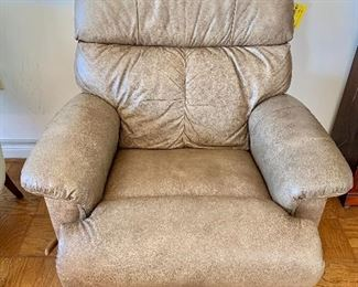 "$395 - Lay-Z-Boy ""Leather Finesse"" recliner with tags"