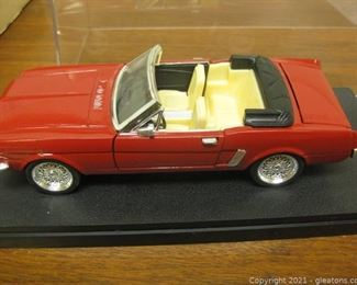 Die Cast 1 24 Scale Model of a Red Mustang Convertible