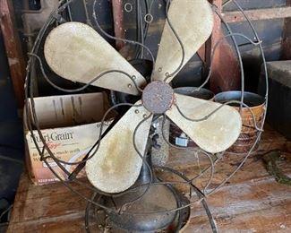 "Vintage Robbins & Myers 16"" Table Top Oscillating Metal Fan"