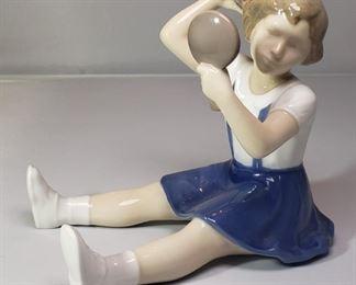 "B&G Royal Copenhagen Bing & Grondahl  Figurine #2318 ""Vanity Girl with Mirror"""