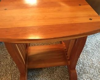 end table matches coffee table