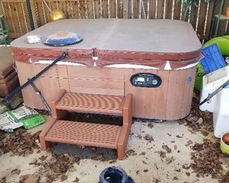 Hot tub , needs small repair, buyer responsible for moving