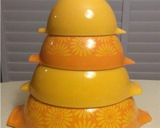 CCM007 Pyrex Sunflower Daisy Cinderella Nesting Mixing Bowls Set