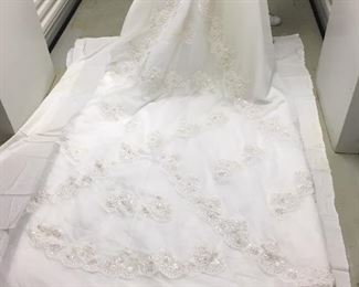 NWT size 4 organza wedding gown in hanging bag