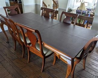 Cherry finish dining room set, great condition