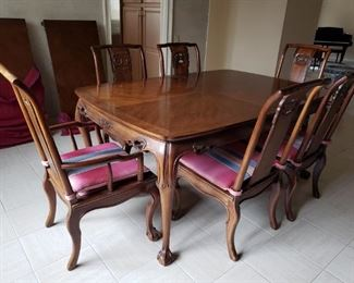 Ming Treasure Dining room table with 2 leaves by Drexel Heritage Furniture