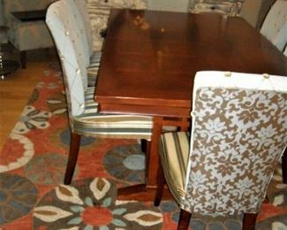Beautiful table, 2 leaves, 6 custom upholstered chairs