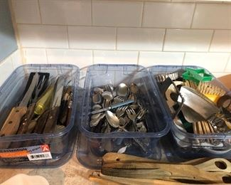 lots of  usable kit- hh items  pampered chef and more