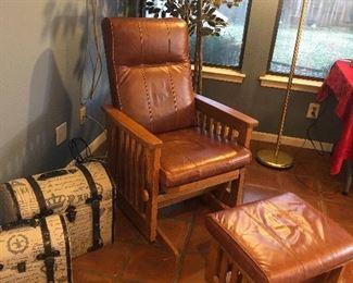 mission style leather glider/recliner -w/ ottoman -super comfy and great condition
