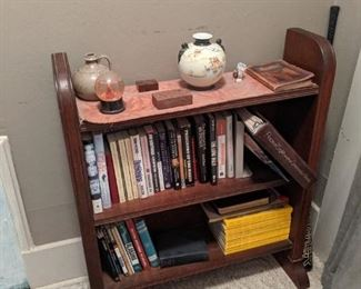 Very nice mahogany bookcase. Vase is Gold Castle