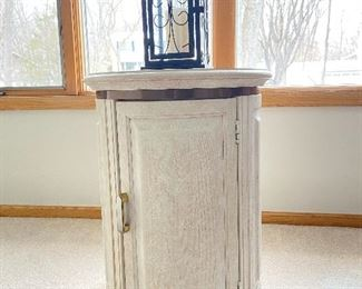 End table and decorative lantern