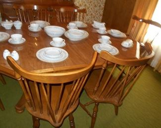 Early American dining set shown with 2 leaves
