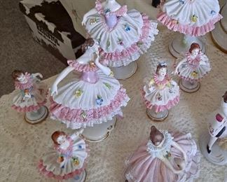 BALLERINAS WITH PORCELAIN LACE
