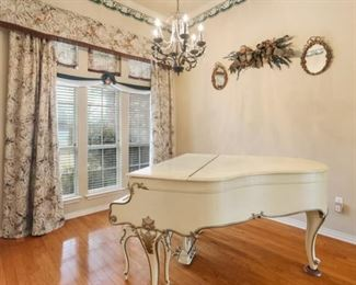 2713 Valley Ct Piano