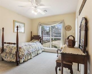 2713 Valley Ct Bedroom