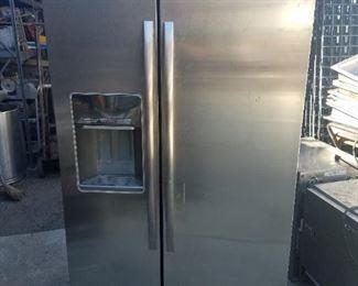 Nice fridge  with ice maker - $450