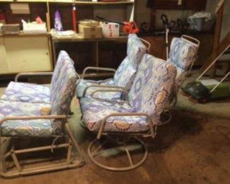 Patio furniture in great condition!