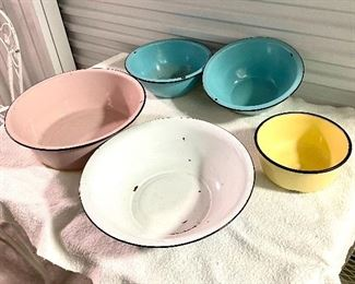 5.Lot of Colored Enamel Ware (5 pieces)$50