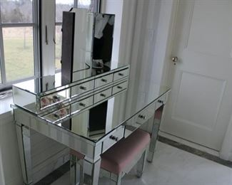 side view of the mirrored vanity and bench $1,200 PLEASE MAKE A REASONABLE OFFER. THIS IS GORGEOUS IN PERSON AND IN PERFECT CONDITION!