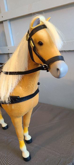 Felicity Merriman Palomino horse 2004-17