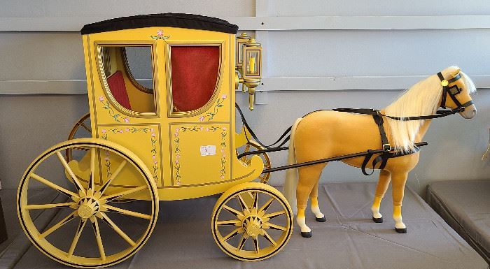 Felicity Merriman Two-Doll Colonial Carriage 2005-2007 with Palomino horse