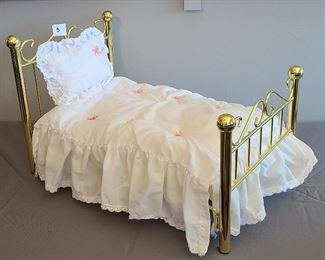 Samantha Parkington brass bed Samantha's collection 1986-2008 comes with bedding and pillow