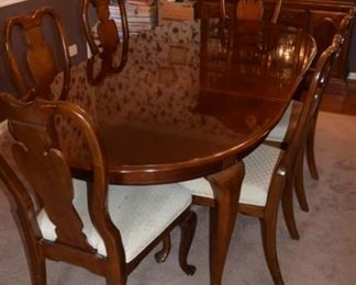 """Universal Dining Table with 6 Chairs. 7' X 44"""" including (2) 1' Leaves"""