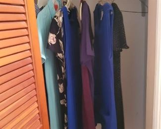 Lots of Clothing- Size large