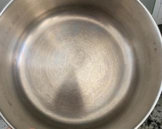 Lot 5551.  $25.00  Farberware 6 QT dutch oven.  It's Soup Time!