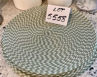 Lot 5558  $28.00. Longaberger Bread Basket with red & green liner, and 10 Round Placemats