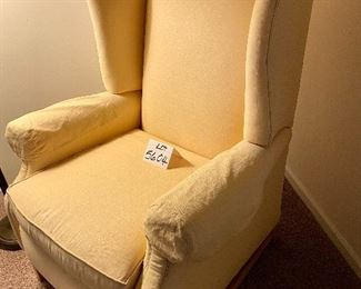 Lot 5604.$150.00  Hearthside Classics Recliner, in Yellow.