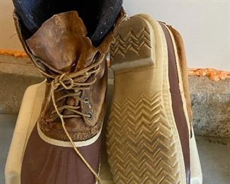 """Lot 5637  $15.00 Waterproof Winter Boots with Rubber Soles Size 14-15""""."""