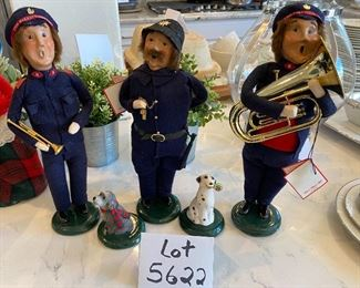 Lot 5622  $145,00. Byers Choice The Carolers Salvation Army 5 Figurines