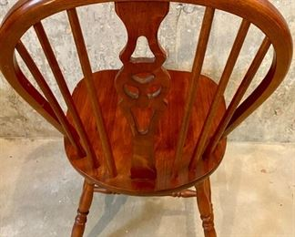 Lot 5641. $30.00. Nice Oak Chair - Great Condition - Use as extra chair for company or Desk Chair.