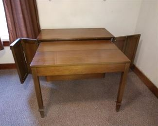 Bedroom Right  Excellent Sideboard  but, is a table with 8 leafs