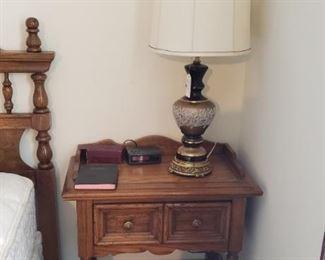 bedroom night stands, lamps (2)