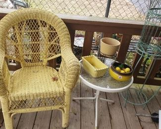 yellow wicker chair, small accessories