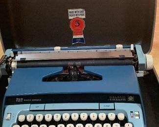 Vintage Type Writer / W Case