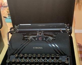 Vintage Typewriter/W Case