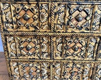Detail; left side.